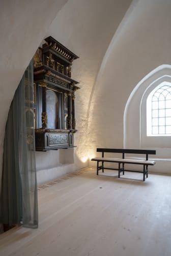 Altertavlen har fået ny placering i Sdr. Asmindrup Kirke