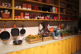 Oddbirds kök på Forex med svenskodlad tegetes, bladbegonia, basilika och kaffe.