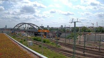 2. Stammstrecken/Zeitraffer Einbau Stahlbogenbrücke