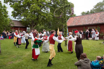 Midsommar på Härkeberga prästgård