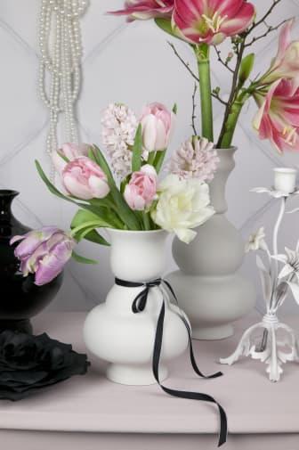 Arrangemang med blomsterlökar i pastell