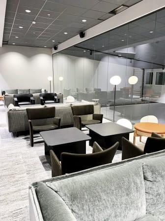 Quality Hotel Arlanda XPO del av reception och bar