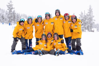Skicross-landslaget säsongen 2019/2020 med ledare