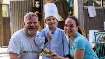 Kokken Andreas med mamma og pappa