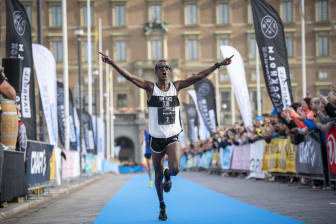 Mustafa Mohamed vinner Ramboll Stockholm Halvmarathon