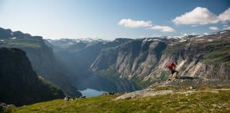Odda - Hiking Sverre Hjørnevik / www.fjordnorway.com