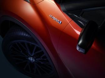 4.Toyota_CHR_Hybrid Badge_V02