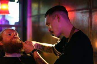 Barberare trimmar skägg för välgörenhet - The Lions Barber Collective