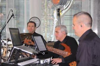 SINFONIMA Adventsmatinée - Band: Piano Tom Schlüter, Bass Francesco Petrocca,   Schlagzeug: Valery Brusilovsky