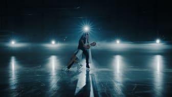 Måns Zelmerlöw och ryska artisten Polina Gagarina gör den officiella låten för VM i konståkning