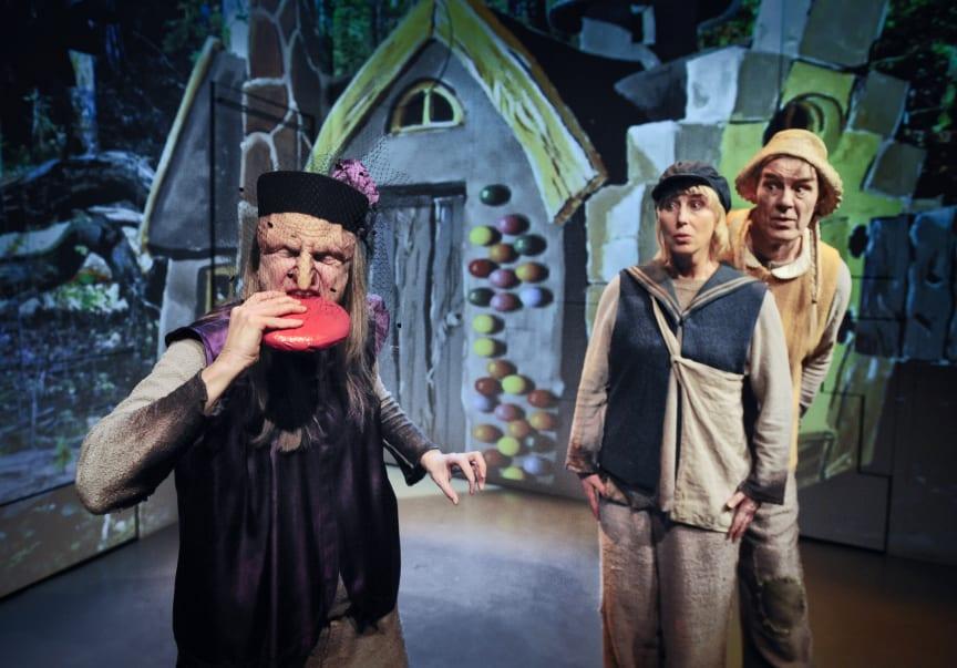 Vargtimma Nypremiär 6 mars på Folkteatern Göteborg - en magisk föreställning för barn inspirerad av de klassiska folksagorna.