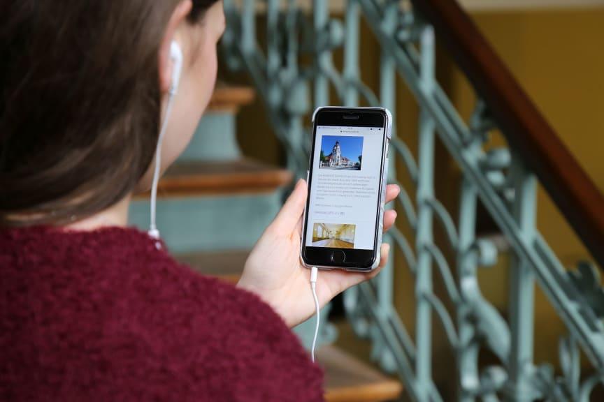 Mit einem Audioguide können Sehbehinderte die Kongresshalle entdecken