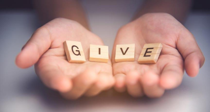 give_hander_shutterstock_web_769507753