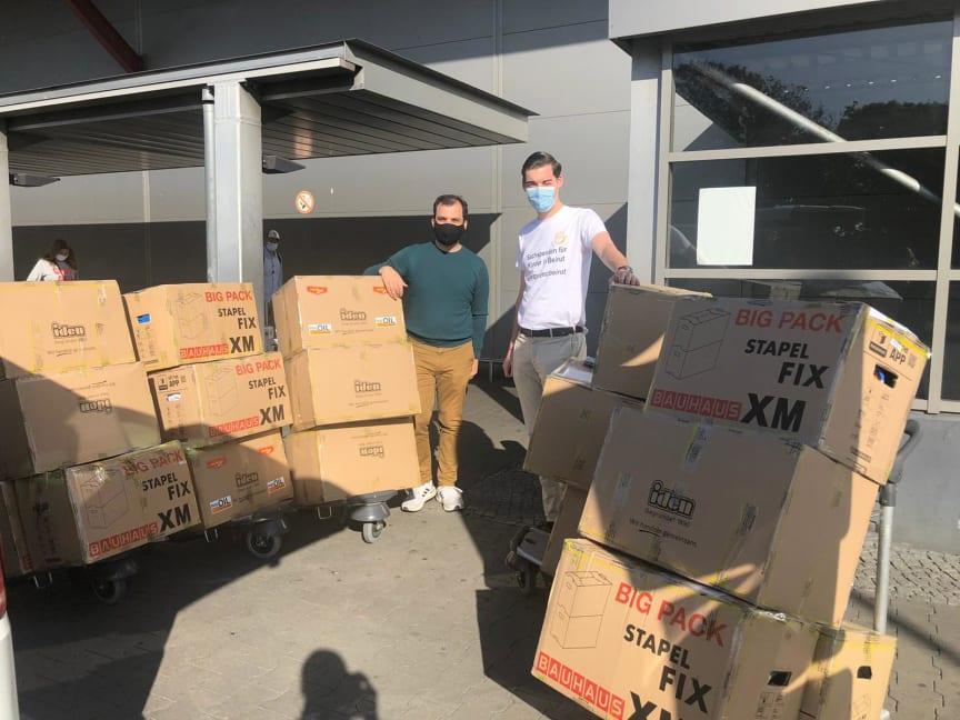 Johann und Marcel am Flughafen TXL.jpg