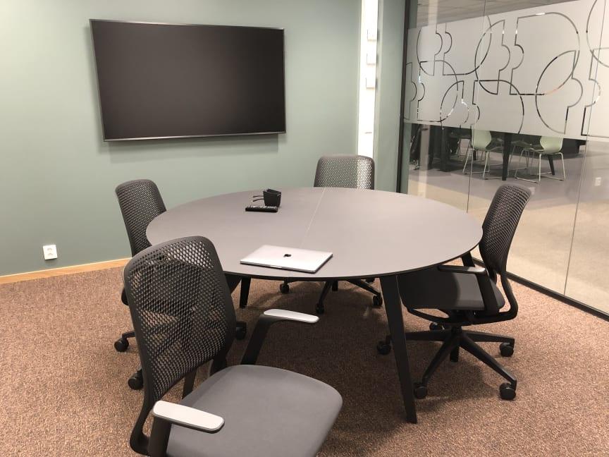 Møterom er godt utstyrt, skjermet og integrert i lokalene på Kontorhuset Kjellstad i Lier.