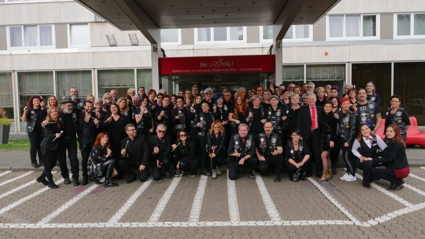 Gruppenfoto vor dem Hotel Leonardo Royal am Stadtwald in Köln