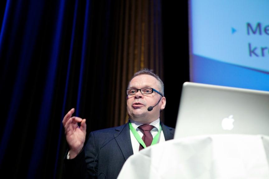 Pekka Kääntä, makroekonom