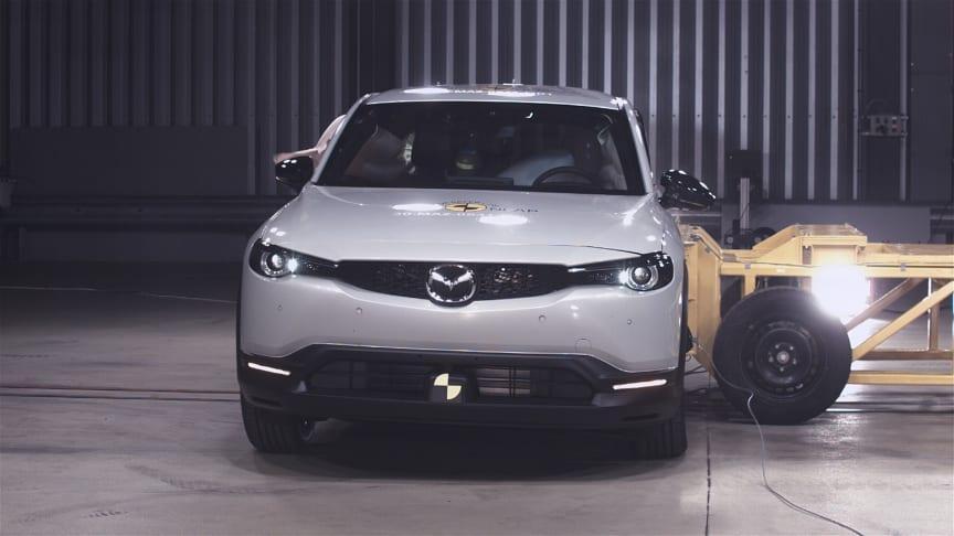 Mazda MX-30 - Side Pole test 2020