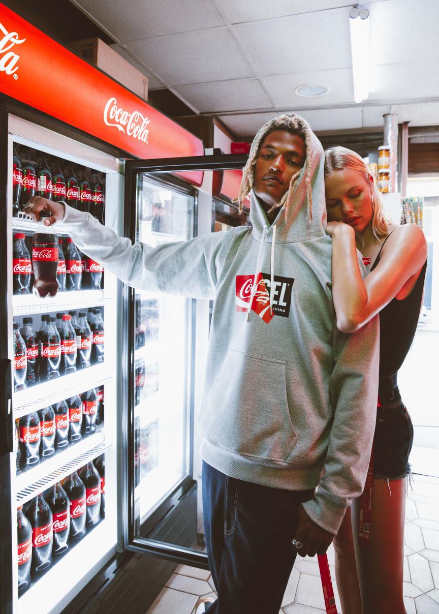 Coca-Colan ja DIESELin yhteinen vaatemallisto kierrätysmateriaaleista