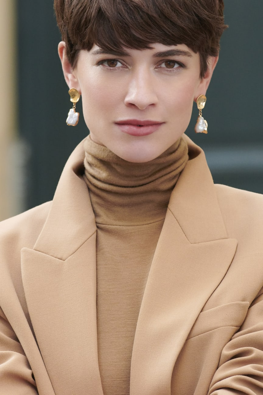 Earrings 16,99 € model pic