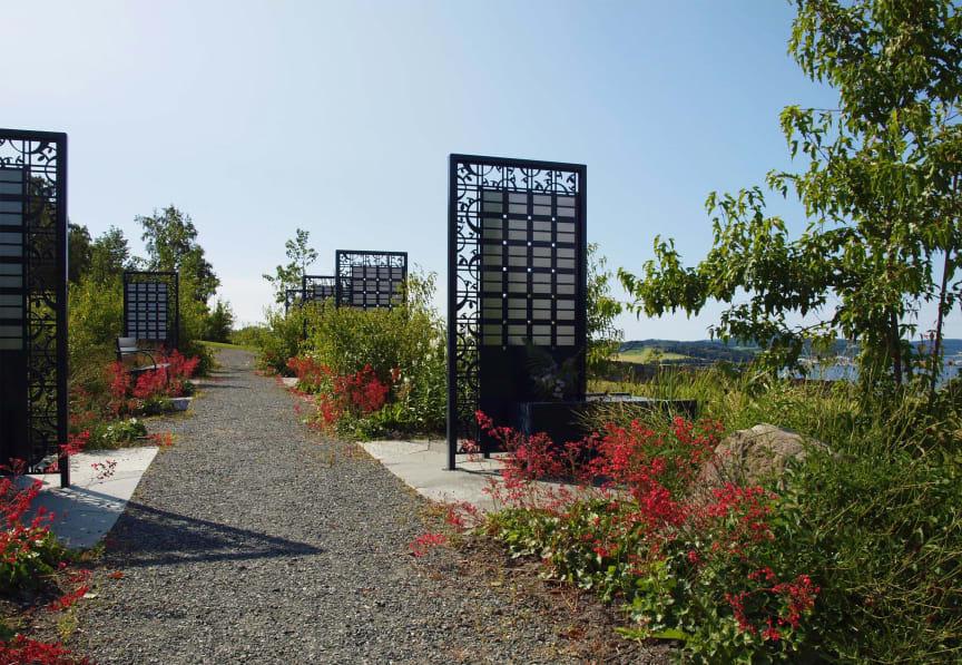 Memory minnestavla, design Løventanna Landskap
