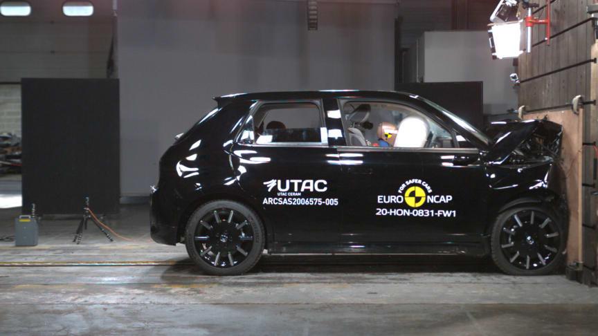 Honda e - Full Width Rigid Barrier test 2020