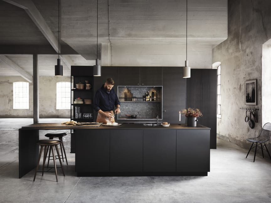 Drømmekjøkkenet S45 Bistro ask brunbeiset/ svart