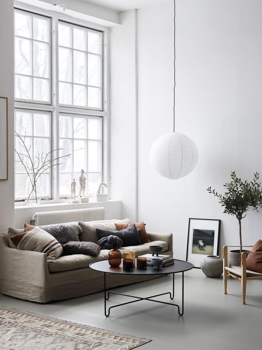 Marmoleum Concrete i vardagsrum stående