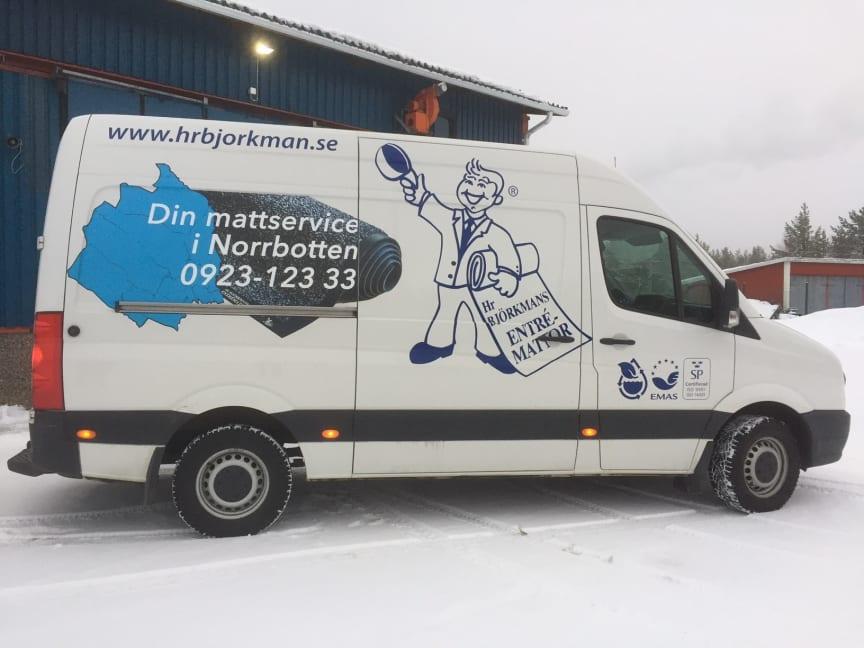 Bil:  Kunder från Haparanda till Piteå servas regelbundet med rena entrémattor.
