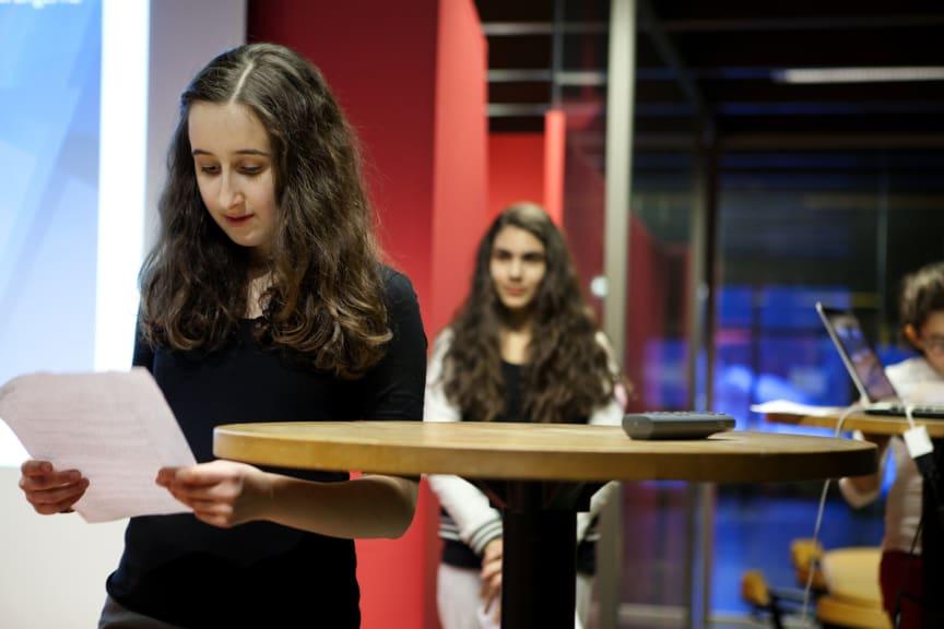 Lisa Karahgili, Melissa Kride och Katarina Kastan presenterade förslag till en galleria i Hovsjö