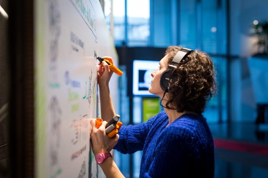 Esther Buchmann tegner Enovakonferansen 2015