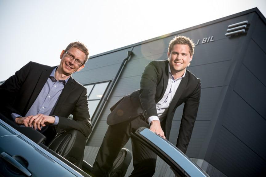 Tf Platschef Kenneth Holmgren till vänster och J BIL's VD John Marnell