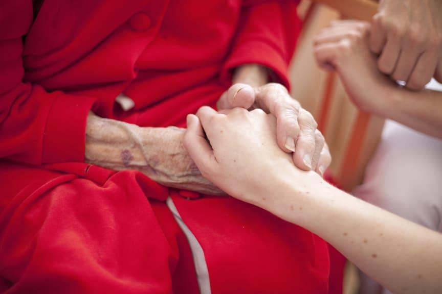 232_Capio_Geriatics_Holding_hands