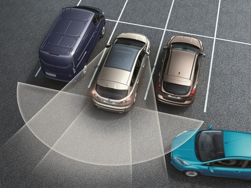 Nye Ford S-MAX med utkjøringsassistent som hjelper sjåføren til trygt å forlate en lukeparkering