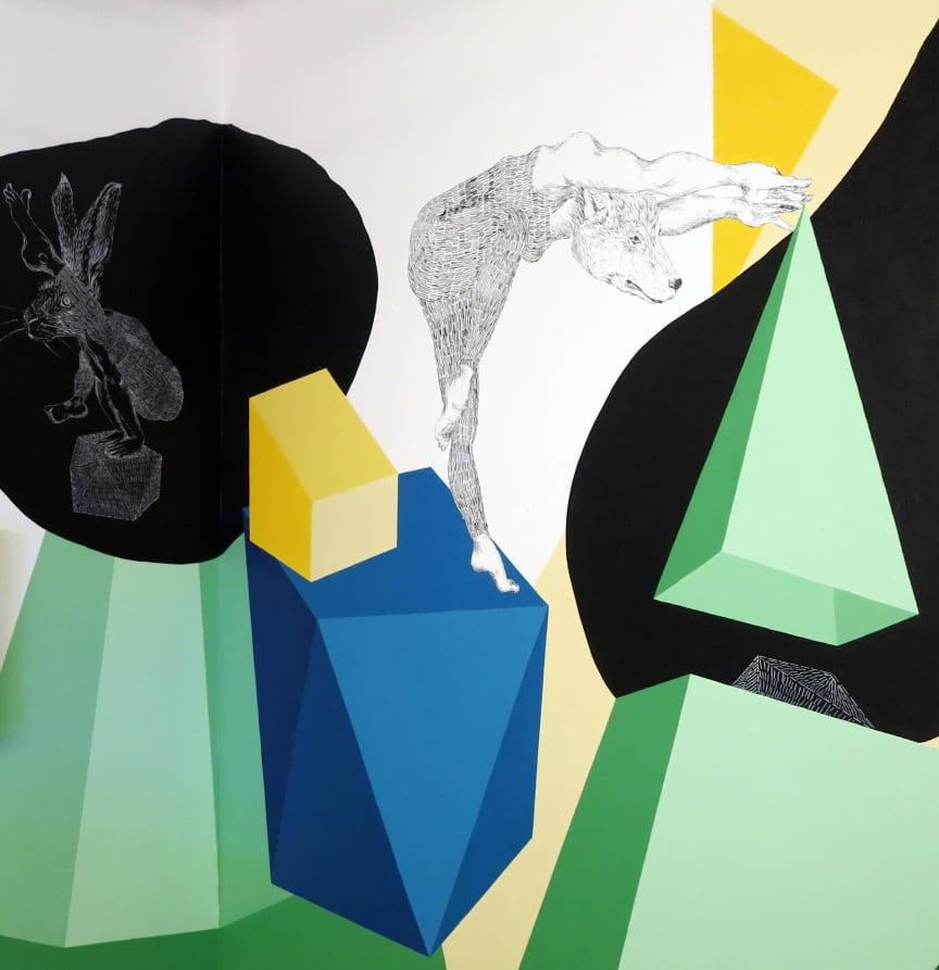 Mimmi & Merete målar konstvägg på Landvetter