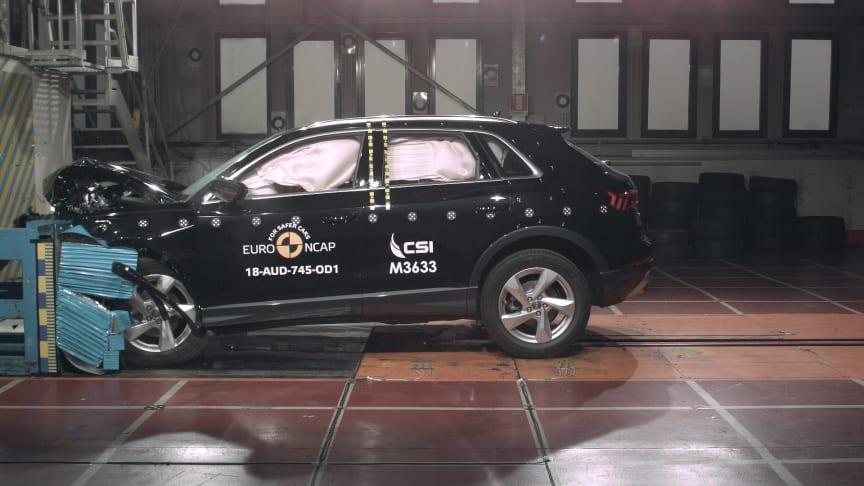 Audi Q3 - front offset impact test - Dec 2018