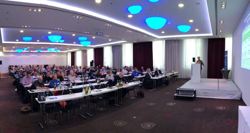 Die jährliche Schimmelpilzkonferenz liefert einen umfassenden Überblick über aktuell relevante Aspekte der Diagnose, Sanierung und Vermeidung von Schimmelpilzbelastungen in Gebäuden.