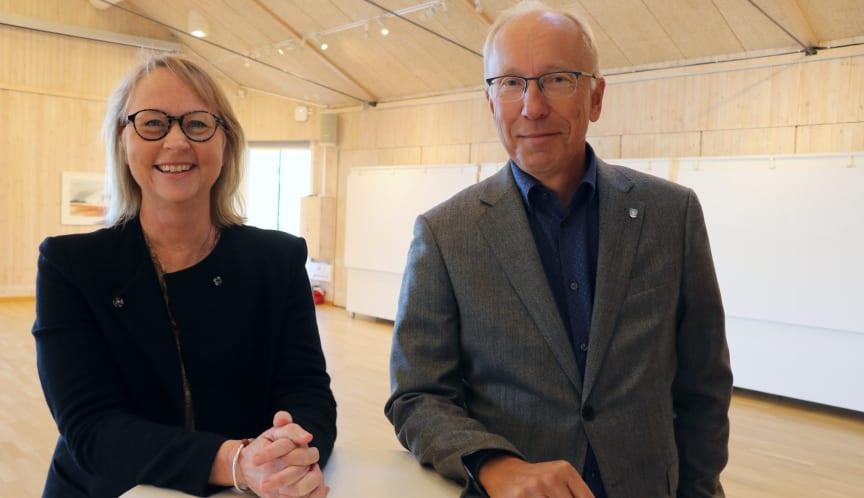 Katarina Hillberg, konceptutvecklare på Riksbyggen, och Henrik Lindh, kommundirektör Orust kommun.jpg