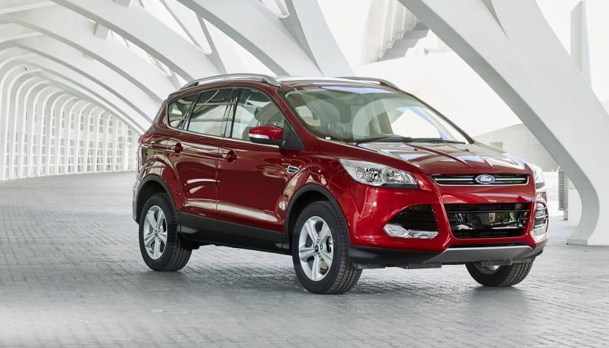 Ford Kuga - nå også med den elegante fargen Ruby Red - samt sterkere dieselmotor kombinert med lavere CO2-utslipp.