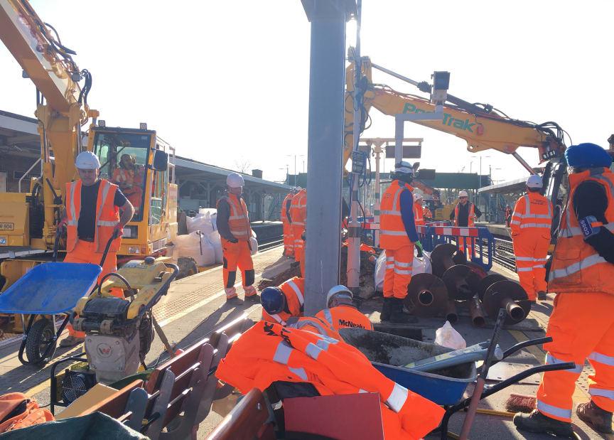 Tulse Hill canopy: pillar installation