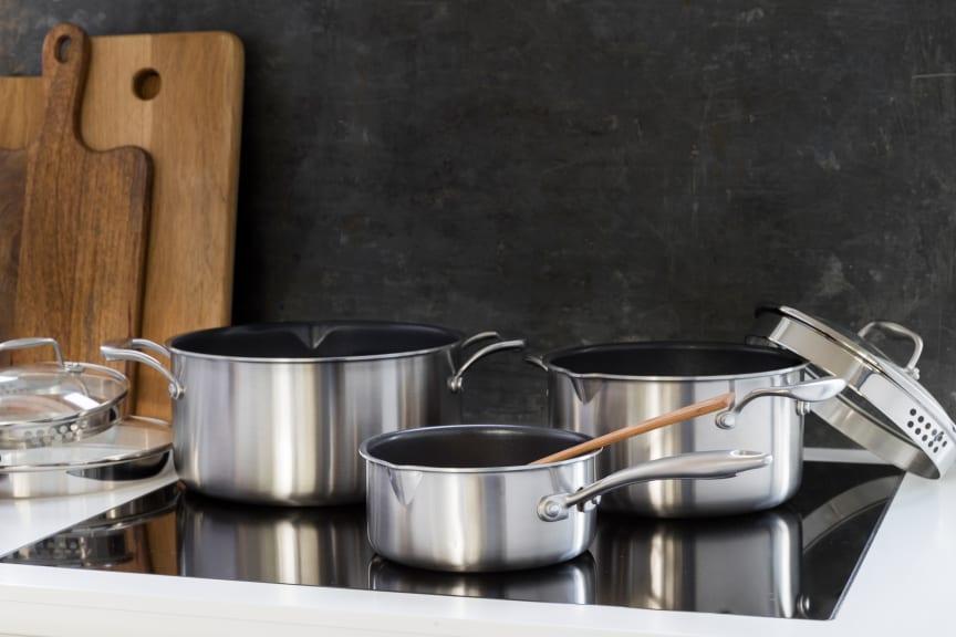 Pots_non-stick_C35SS-NS_C15SS-NS_C50SS-NS_in_kitchen_landscape