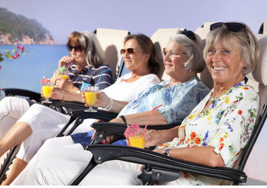 Pigga pensionärer i solen