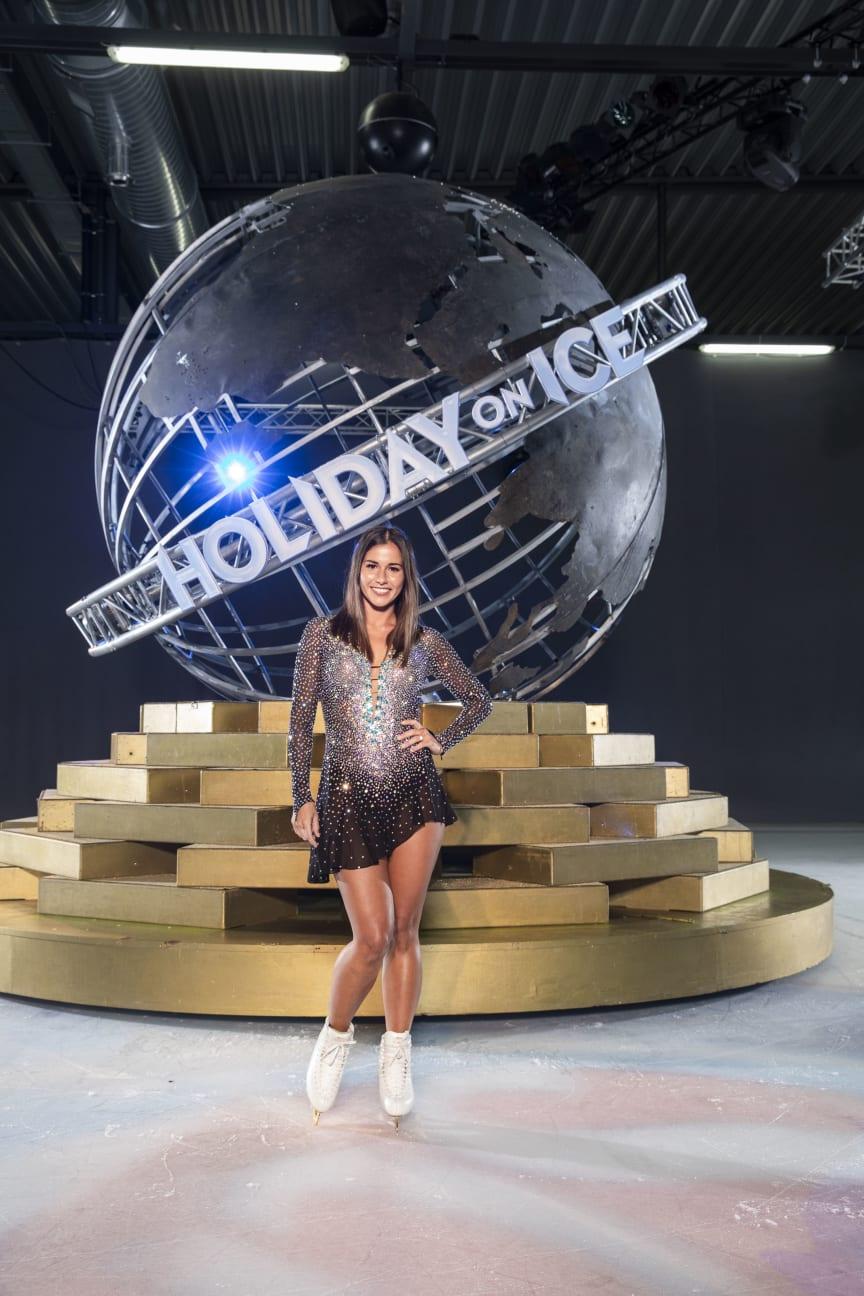 Sarah Lombardi bei HOLIDAY ON ICE Tour auf der Eisbühne zu erleben