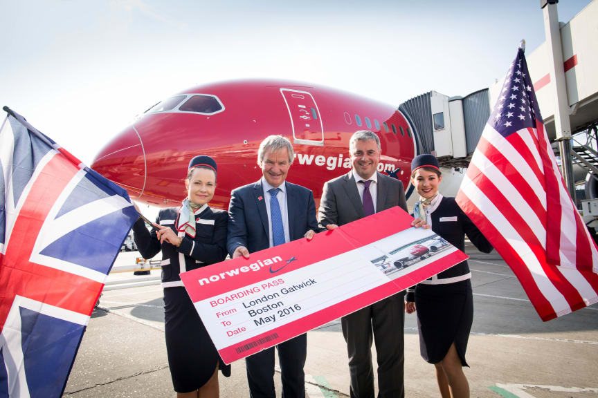 Norwegian CEO Bjørn Kjos and Gatwick Airport Chief Executive Stewart Wingate announce new London to Boston route