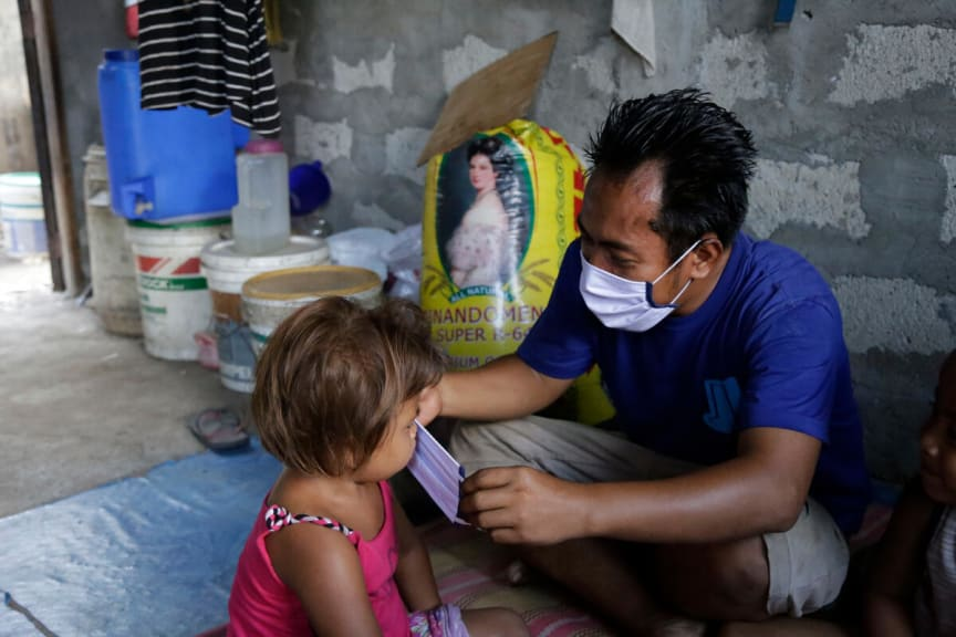 Aldrin puts a mask on his daughter