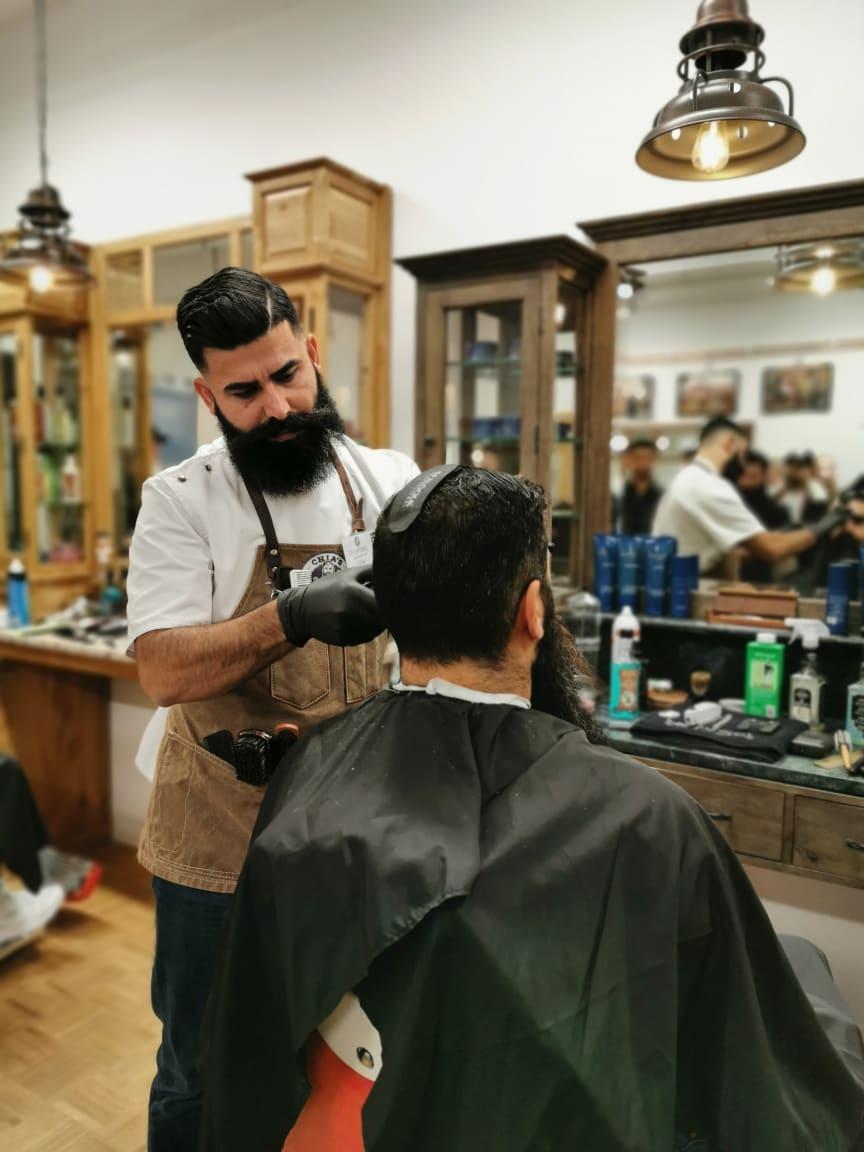 Chia Hassan, Chia's Barbershop, Örebro