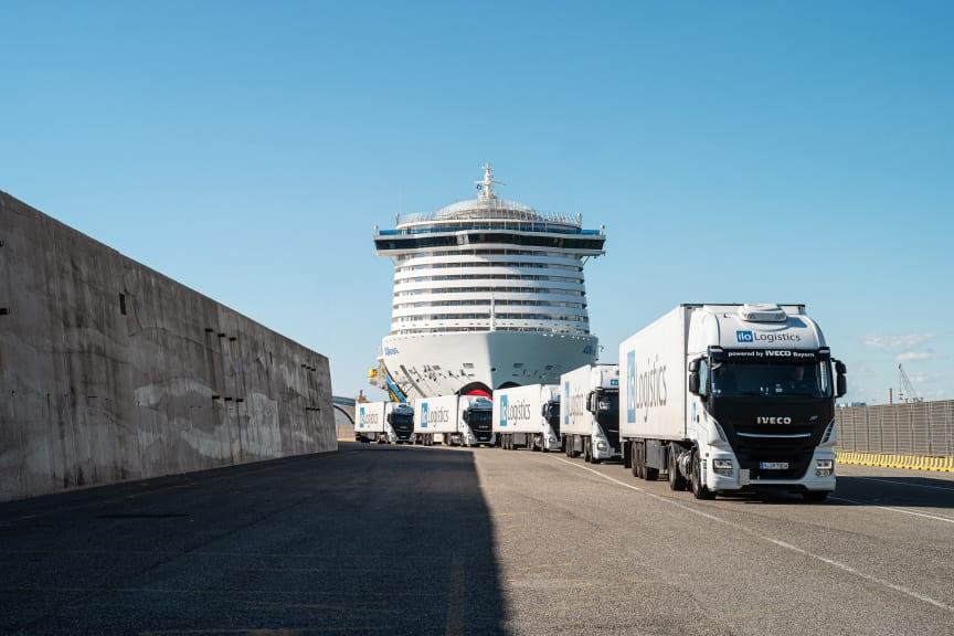 """LNG-Lkw vor LNG-Kreuzfahrtschiff """"AIDAnova"""""""