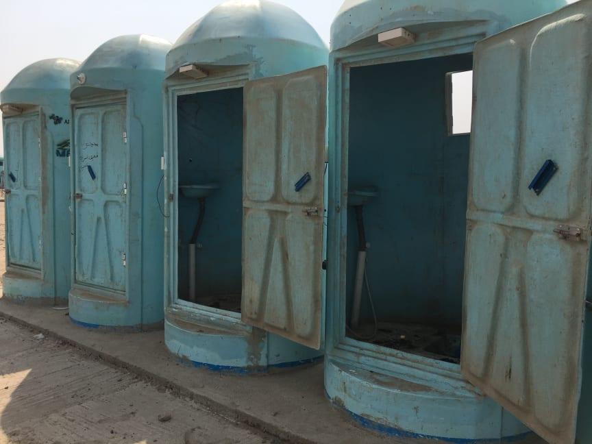 Toaletter i  flyktinglägret Sabr