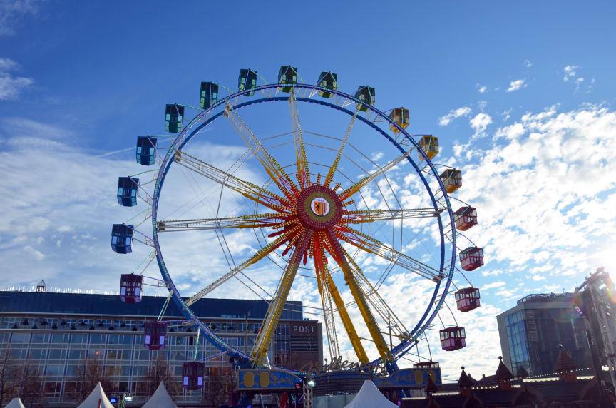 Das Riesenrad der Familie Willenborg ermöglicht in geschlossenen Gondeln einen Blick über die Stadt - Foto: Isabell Gradinger