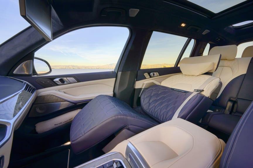 BMW-X7-ZeroG-Lounger